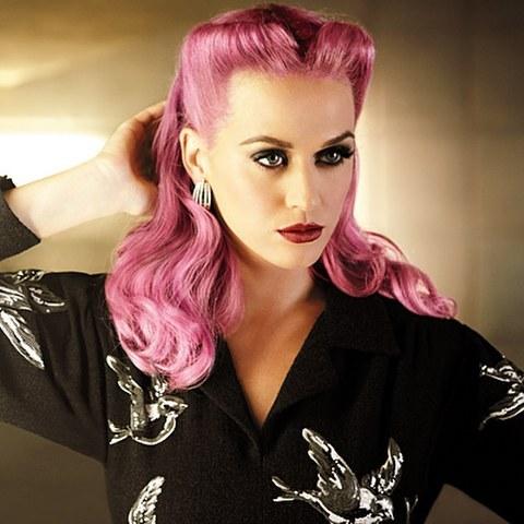リアルにいたらビックリ?だけどキュートでクールなピンクの髪色のサムネイル画像
