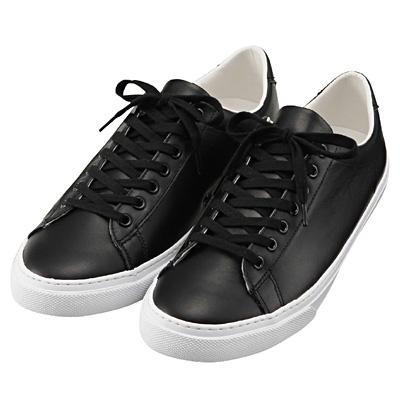 ブーツじゃない!真っ黒スニーカーがセレブコーデのマストアイテム!のサムネイル画像