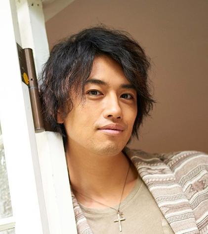 人気急上昇!壁ドンされたい俳優、斎藤工の性格はどんなの?のサムネイル画像