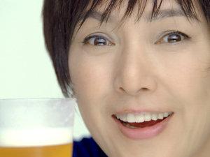 【画像あり】女優・桃井かおりさんの肌が美肌すぎると話題に!のサムネイル画像