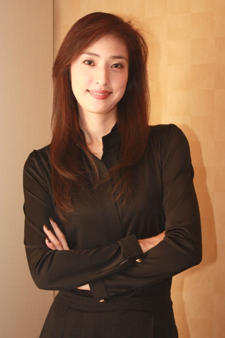 【伝説】格好よすぎる女優の天海祐希!宝塚時代がすごかった!のサムネイル画像