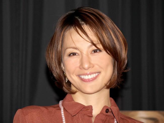 離婚危機!それでも好感度No.1の人気女優・米倉涼子はCM女王のサムネイル画像