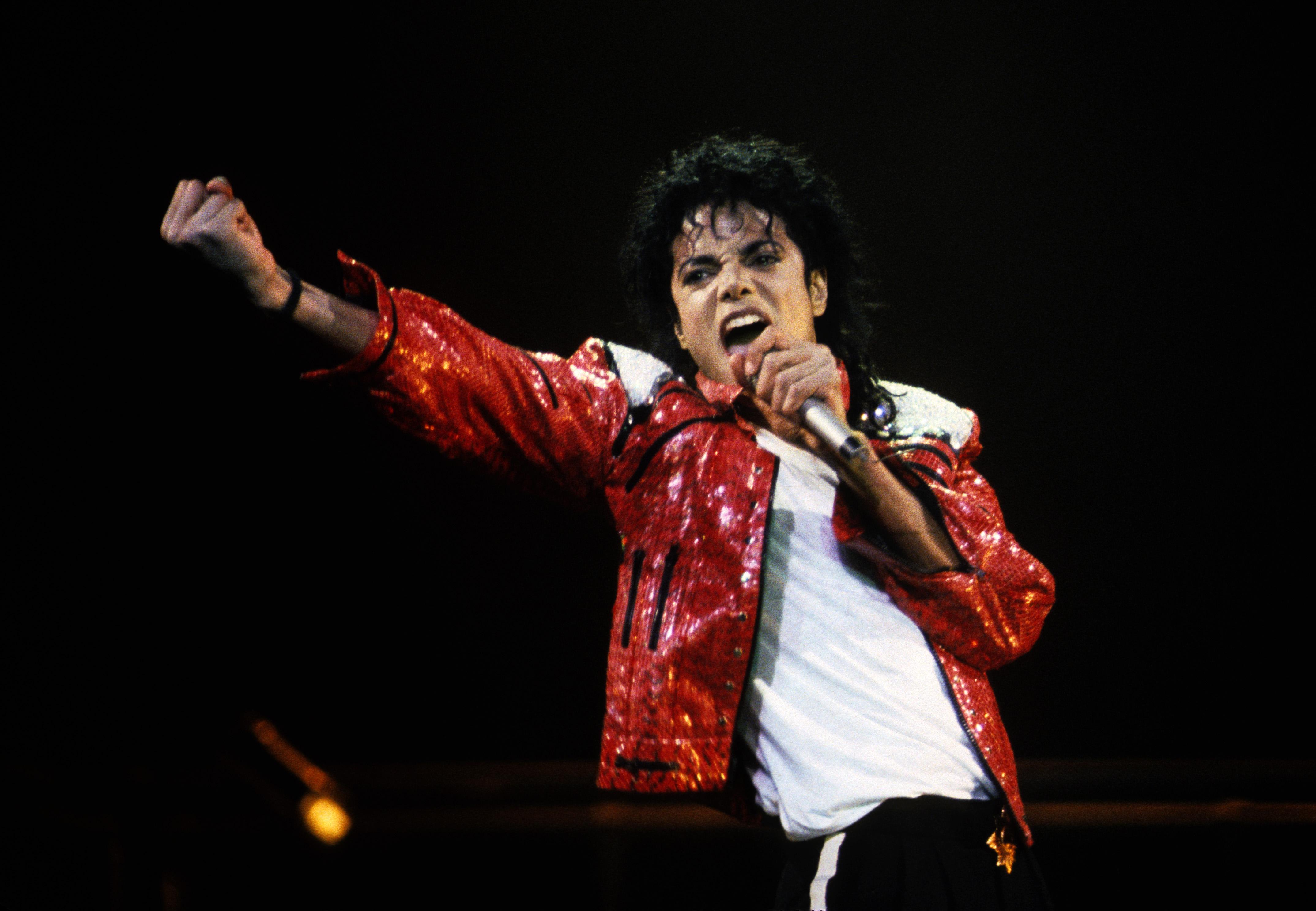 アメリカのエンターテイナーマイケル・ジャクソンのダンスまとめ!のサムネイル画像