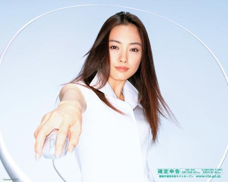 あんな格好やこんな格好も?!美しすぎる女優・仲間由紀恵の画像集のサムネイル画像