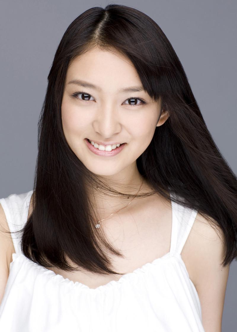 武井咲はかわいいが盛りだくさん!ヘアスタイルも参考にしたい!のサムネイル画像