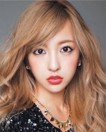 【元AKB48】板野友美の横顔にとてつもない違和感【整形疑惑】のサムネイル画像