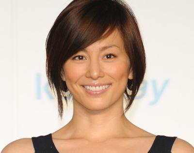 女性らしいかっこよさが感じられる!女優・米倉涼子の髪型まとめのサムネイル画像