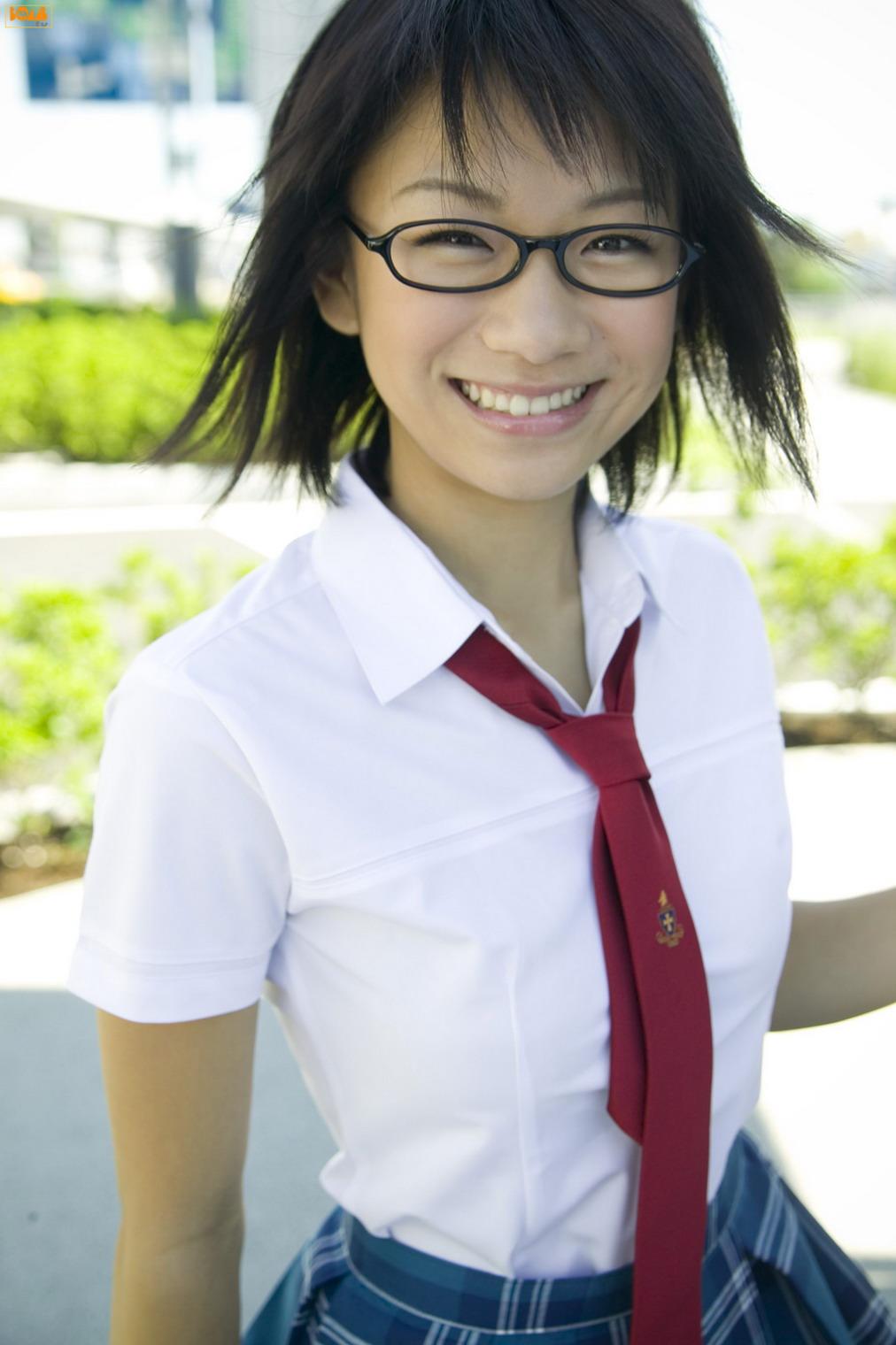 今回は、メガネキャラで大人気!時東ぁみさんの可愛い写真まとめ!のサムネイル画像