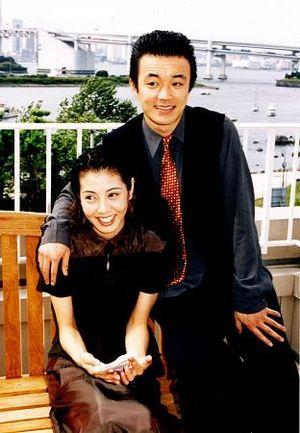 【傷心】金山一彦の再婚で元妻の芳本美代子や一人娘の心中は!?のサムネイル画像