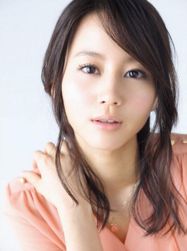 【画像あり】小柄な清純派女優、堀北真希。でも意外に身長が!?のサムネイル画像