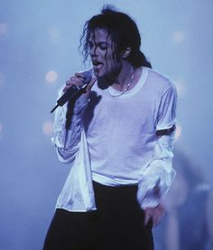 【画像あり】世界的ダンサー 故マイケル・ジャクソンの身長は!?のサムネイル画像