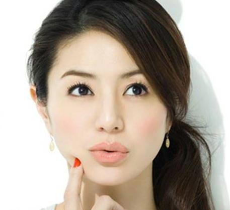 年齢を思わせない、綺麗な肌の【井川遥】風、メイク方法の紹介!のサムネイル画像