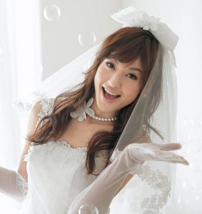 妊娠、出産を経て2年後に結婚式。西山茉希さんがとっても幸せそう!のサムネイル画像