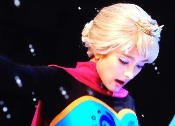 ローラのエルサ衣装が可愛いとファンから好評されているようですのサムネイル画像