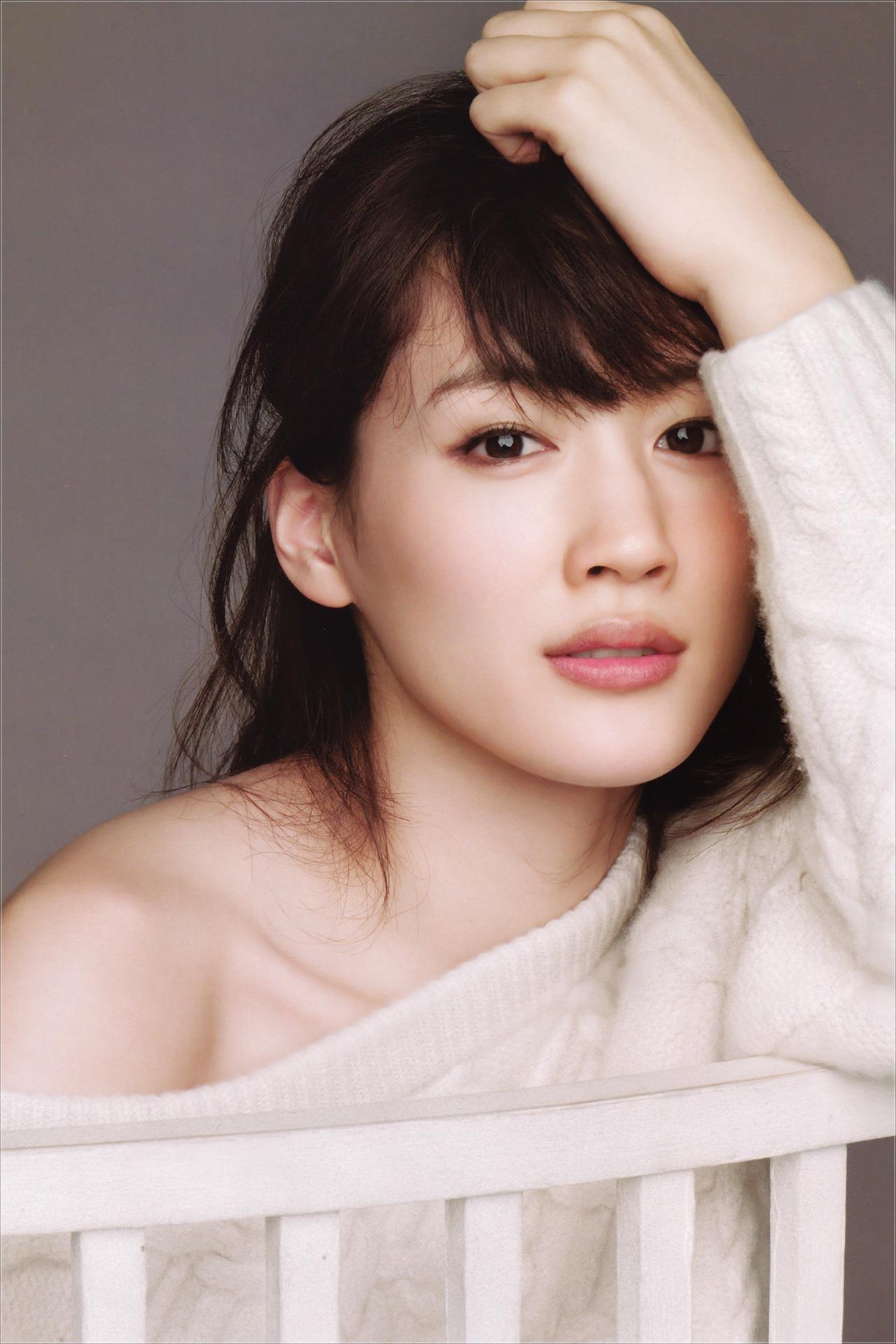 綾瀬はるかさんの憧れの美ボディゲットのためのダイエット方法!のサムネイル画像