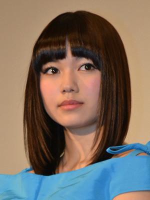 個性的でかわいくて美人すぎる女優の二階堂ふみさんの私服コーデのサムネイル画像