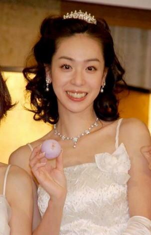 遊井亮子さんのインナー姿