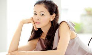 黒谷友香とGacktは交際しているの!?共演したCMが話題に!?のサムネイル画像