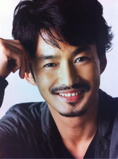 179センチ!身長が高くてかっこいいモデル出身俳優の竹野内豊さんのサムネイル画像