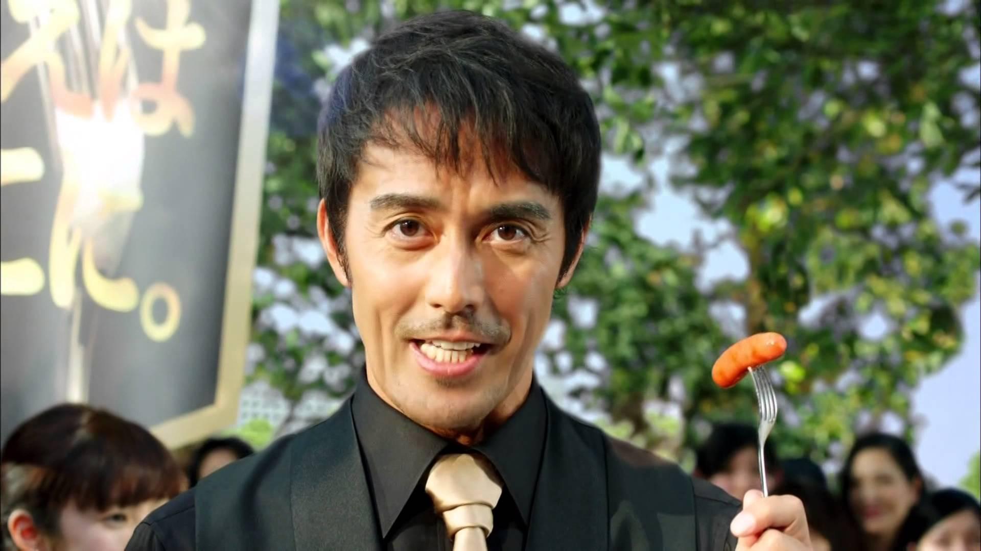 大人気の高身長俳優、阿部寛さん!でも身長が何cmか知ってる?のサムネイル画像