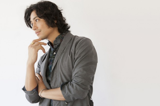 セクシー俳優斎藤工の魅力を「anan」でもっと知りませんか?のサムネイル画像