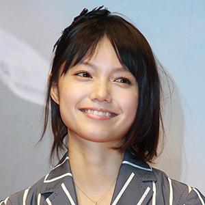 国民的清純派女優の宮崎あおいは肉食系?熱愛彼氏はどんな人?のサムネイル画像