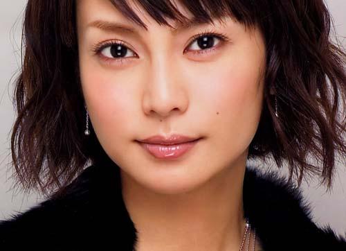 輝きを放つ存在感が魅力の実力派女優!柴咲コウの出演映画4選のサムネイル画像