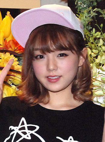 グラドルの篠崎愛がイベントで念願のソロ歌手デビュー!熱々画像も♡のサムネイル画像