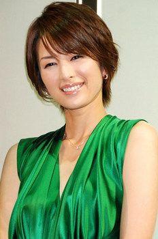 ショートヘアで魅せる大人の色気!吉瀬美智子の美しすぎる髪型まとめのサムネイル画像