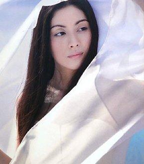 グラビアで一世を風靡した吉野公佳の彼氏や熱愛について大検証!のサムネイル画像