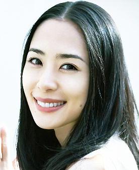 演技派女優・深津絵里さんの母親は実はとってもすごい人だった!のサムネイル画像