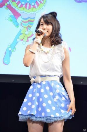 ミニスカート姿の芹澤優さん