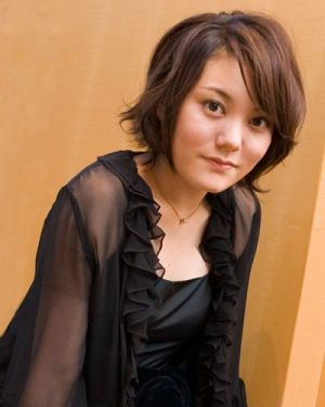 ブロンドヘアーの鈴木杏さん