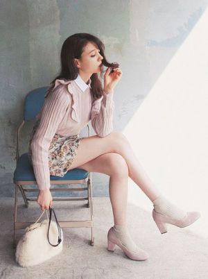ミニスカート姿の佐々木希さん
