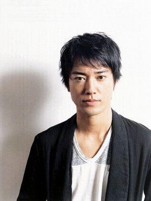 黒ジャケットを着た桐谷健太のかっこいい画像