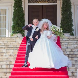 ぺこ&りゅうちぇるの結婚式ファッションが可愛い!