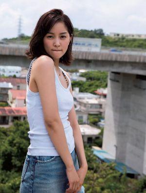 浅野杏奈さんのショートパンツ姿