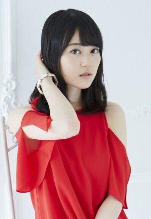 赤のワンピースが似合っています。生田絵梨花(乃木坂46)のかっこいい私服画像です。