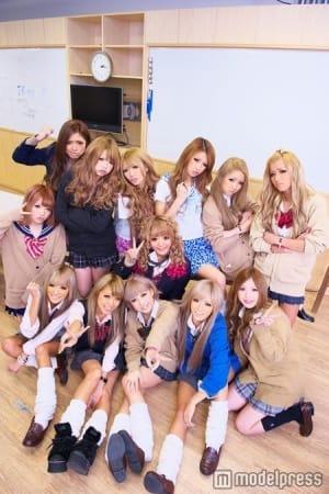 Japanese gyaru schoolgirls with tan skin and makeup showing - 2 7