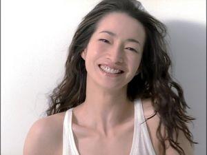一重の美人女優りょうの笑顔の画像
