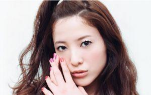 前髪を上げた吉高由里子の画像