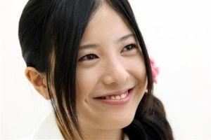 えくぼが可愛い吉高由里子の画像