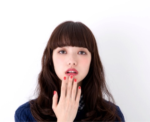 魅惑的な可愛い姿に人気急上昇中!小松菜奈さんってこんな人のサムネイル画像