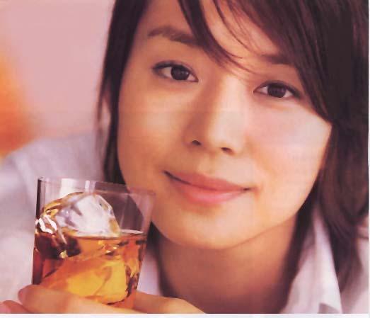 女優石田ゆり子さんはなんと年齢45歳!同年齢の芸能人って誰?のサムネイル画像