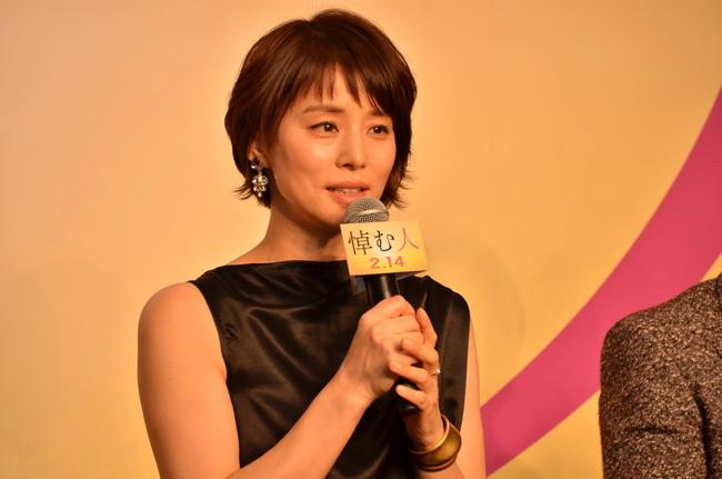 奇跡の49歳石田ゆり子の熱愛遍歴はダメンズばかり!?なんでなの?のサムネイル画像