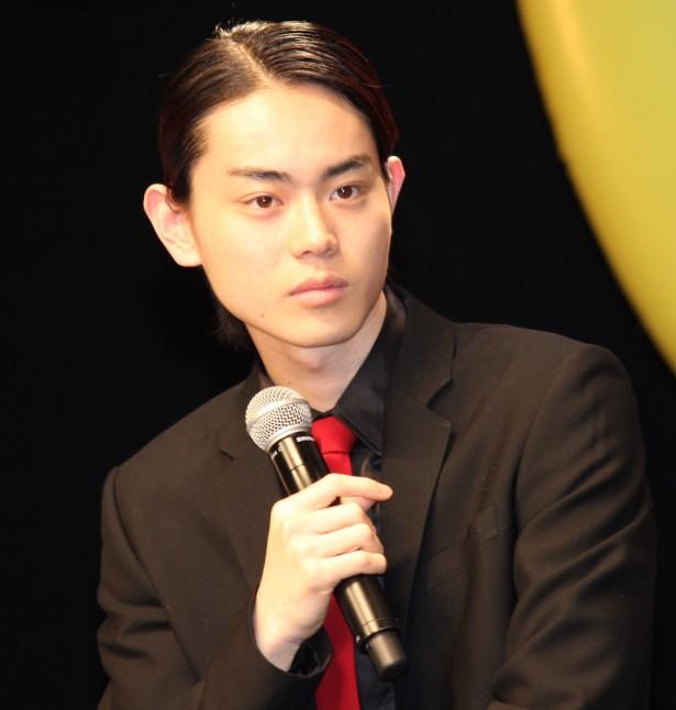 人気俳優菅田将暉さんが見せる魅力的なキスシーンをまとめました!のサムネイル画像
