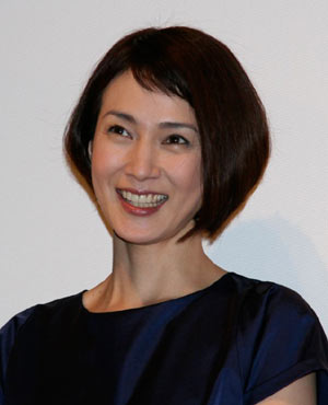 三児のママさん女優、安田成美さんの素敵な髪型画像を公開!のサムネイル画像