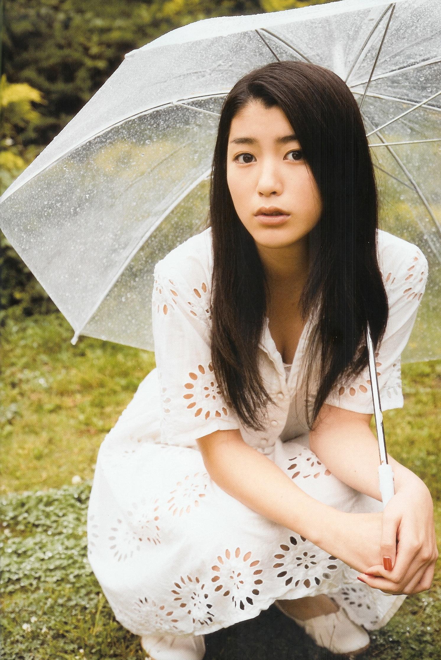 【衝撃】女優・成海璃子の喫煙の噂についてまとめてみました【画像】のサムネイル画像