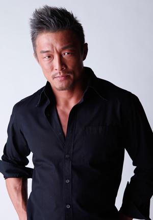 渋い魅力の秋山成勲さんの髪型は、同年代の男性の憧れ?!です。のサムネイル画像
