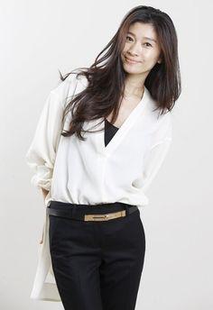 大人気!大人女子が憧れる篠原涼子の今と昔、、そして魅力を分析のサムネイル画像